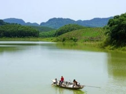 vietnam-motorcycle-tour-to-thac-ba-and-ba-be-lakes